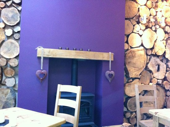 The Chalet Tearooms and Restaurant: Interesting feature wall