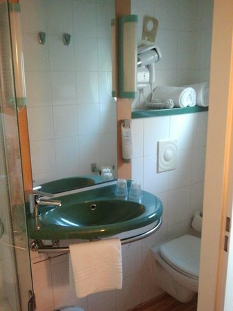 Ibis Antwerpen Centrum: Bathroom