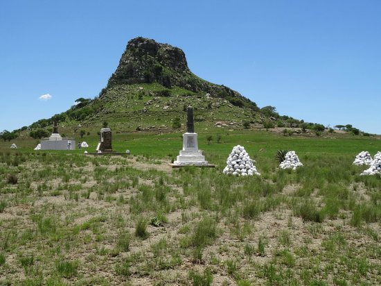 Fugitive's Drift Lodge and Guest House : Isandhlwana with burial cairns