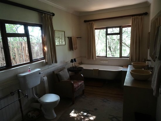 Fugitive's Drift Lodge and Guest House : Room Bathroom