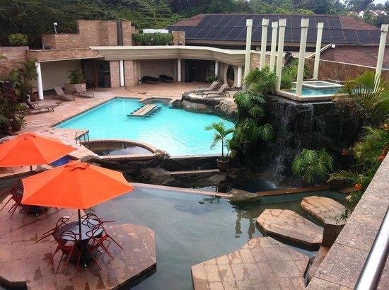 Tribe Hotel: Piscina e bar