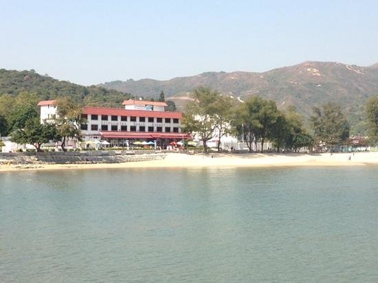 Silvermine Beach Resort : the hotel from the mui wo stop