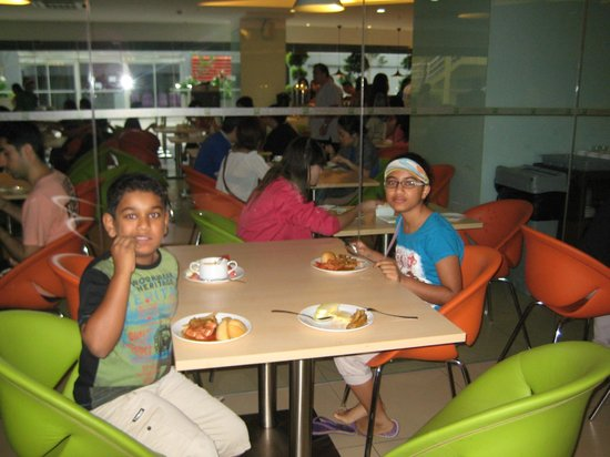 ibis Styles Kuala Lumpur Fraser Business Park: Having Breakfast