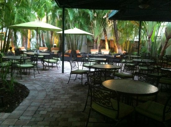 The Inn at Key West: Cafe area open 24/7
