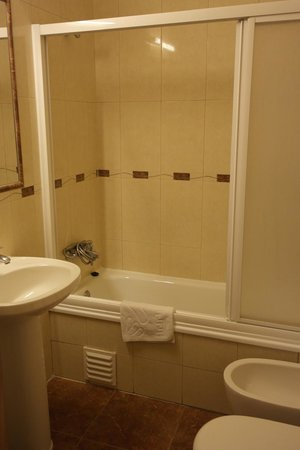 Grande Pensao Residencial Alcobia: Ванная