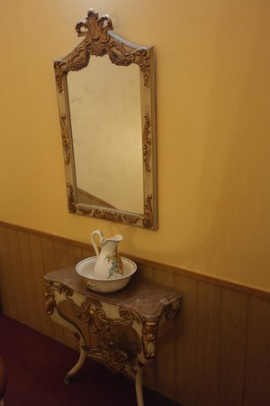 Grande Pensao Residencial Alcobia: Старинное убранство отеля