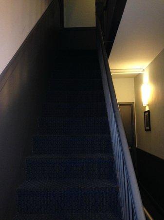 414 Hotel: Escadas