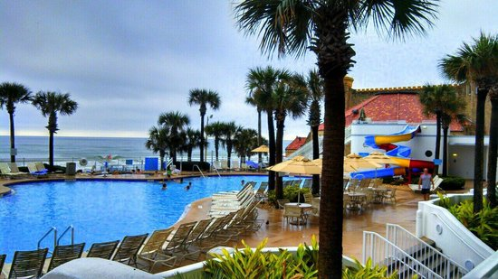 Wyndham Ocean Walk : Pool view