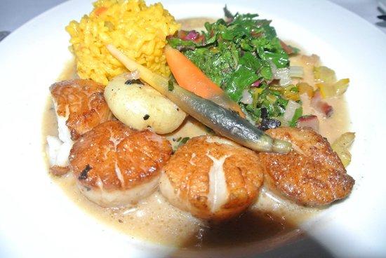 Cafe Marquesa: Scallops with saffron risotto