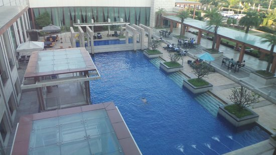 Novotel Hyderabad Airport: Pool