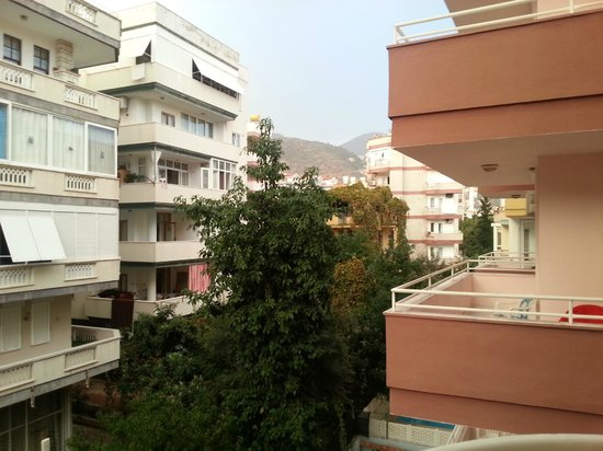 Twin Apart Hotel: вид из второго номера на наш бывший балкон