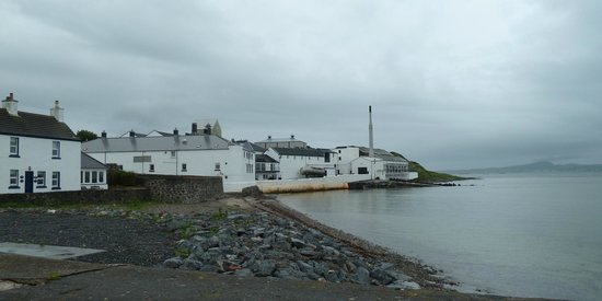 Bowmore Distillery : Bowmore vom Meer aus gesehen