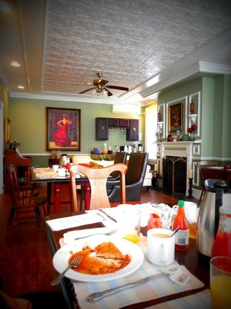Carisbrooke Inn Bed and Breakfast: Lobby/breakfast room