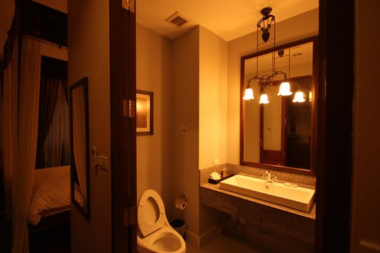 Baan Klang Wiang : bathroom