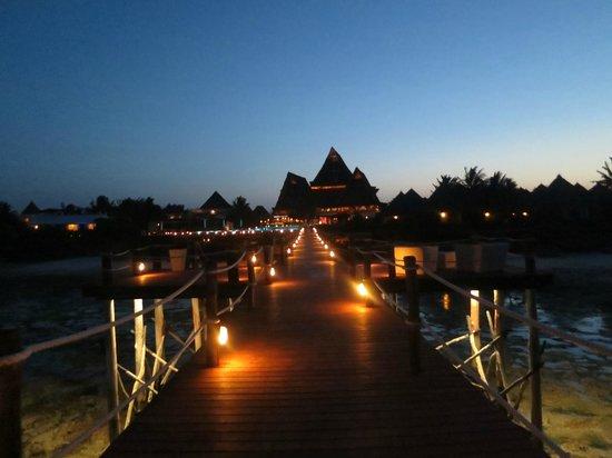 Essque Zalu Zanzibar: Hotel at night