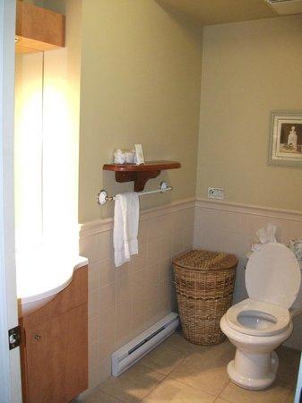 Hotel Chateau Fraser: Chambre de bain complète, Château Fraser