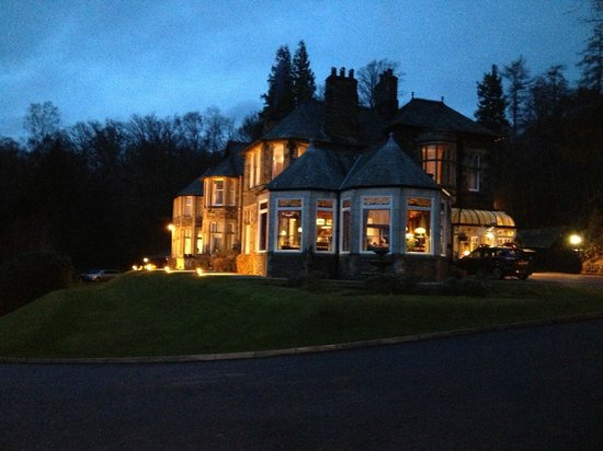 Merewood Country House Hotel: Merewood in the evening