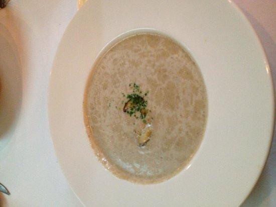 JP French Restaurant : マッシュルームのスープ