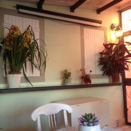 Hotel il Monte : sala colazione in veranda, con trompe e schermo proiezioni