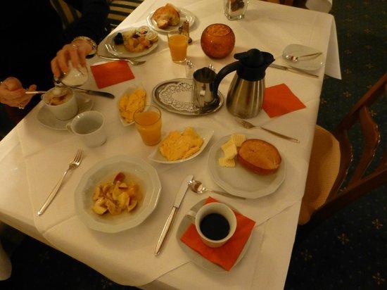 Romantik Hotel Markusturm: Breakfast