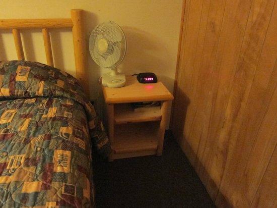 Pony Express Motel: Bedside