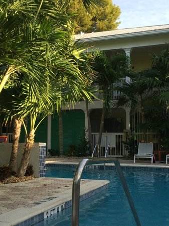 Almond Tree Inn : Almond Tree Pool Area