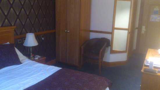 Best Western Dundee Woodlands Hotel: bedroom