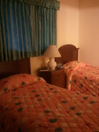 Morritts Tortuga Club and Resort: This is the second bedroom with two twin beds