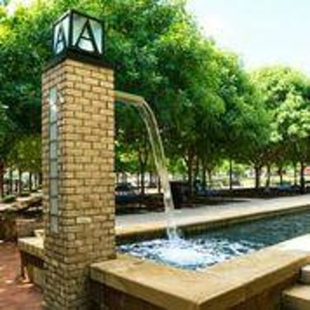 Residence Inn Dallas Addison/Quorum Drive : Fountains at Addison Circle Park
