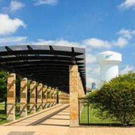 Residence Inn Dallas Addison/Quorum Drive: Addison Circle Park