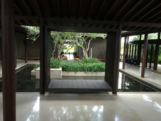 Soori Bali: Interior lobby garden