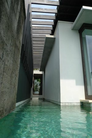 Soori Bali: Private wrap-around pool