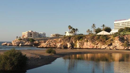 Crowne Plaza Muscat: vue exterieure depuis la route