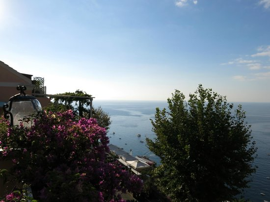 Positano Art Hotel Pasitea: View from front of hotel