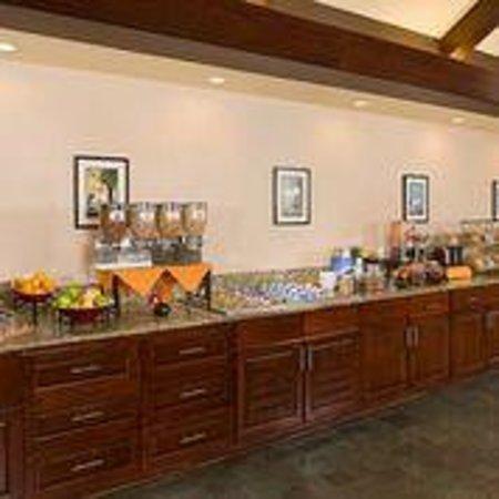 Residence Inn Dallas Addison/Quorum Drive : Breakfast Buffet