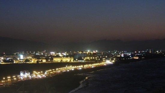 Crowne Plaza Muscat: le Qurm vu la nuit depuis la chambre