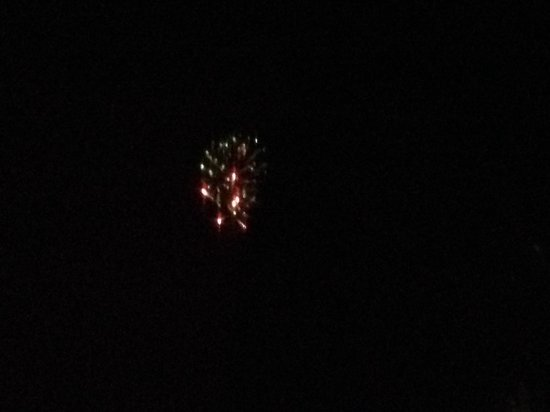 Hotel Alyeska: Squeezed out a view of fireworks