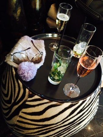 W Washington DC: Bar area in the 'living room' yummy drinks!