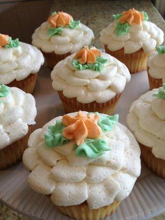Sweet William's Bakery: Vanilla Cupcakes