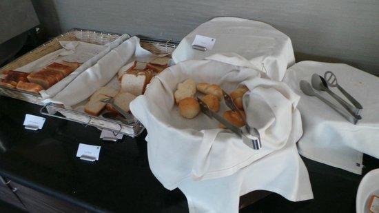Mercure Lavasa : breads for breakfast