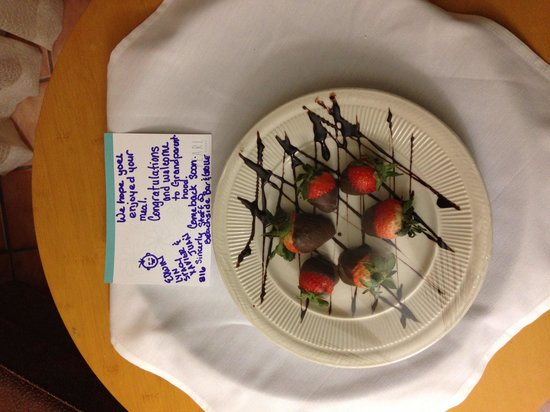 Beachside Bar & Grill: We are dinner and when we got back to the room this is what we found what a great surprise the g