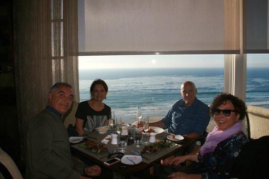 180blũ at The Ritz-Carlton: al tavolo da pranzo con vista sull'Oceano!