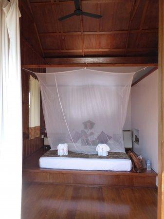 La Maison Birmane: Cama comodísima con mosquitera