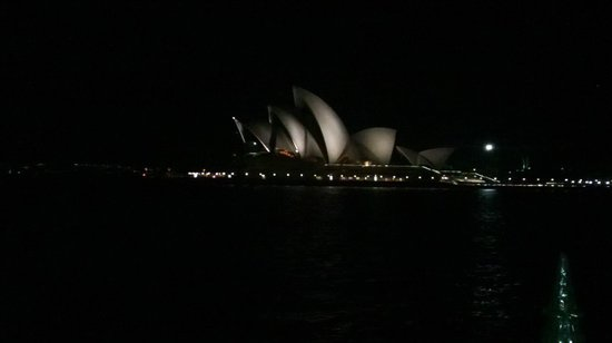 Sydney Opera House : could use more lighting