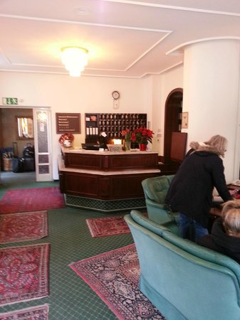 Hotel Brack: Reception Lobby