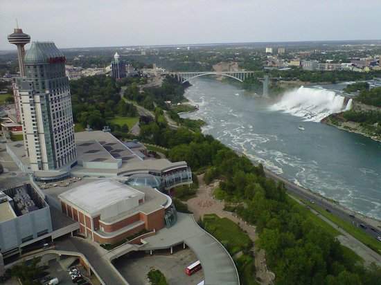 Embassy Suites by Hilton Niagara Falls Fallsview Hotel : Day view