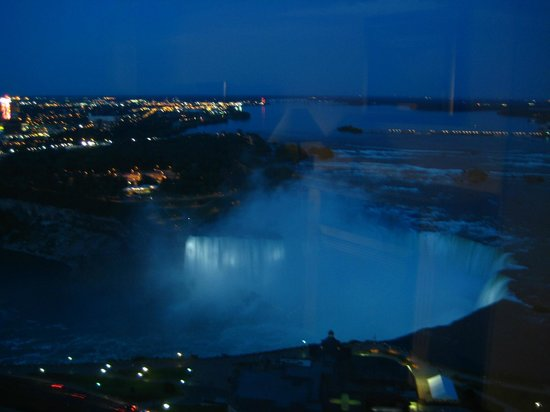 Embassy Suites by Hilton Niagara Falls Fallsview Hotel : View from The Keg
