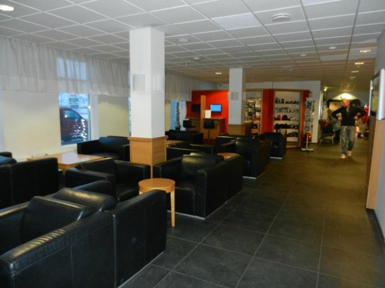 Hotel Cabin: Lounge Area