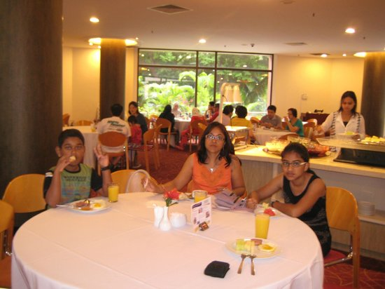 YWCA Fort Canning Lodge: Complementary Breakfast - Very nice