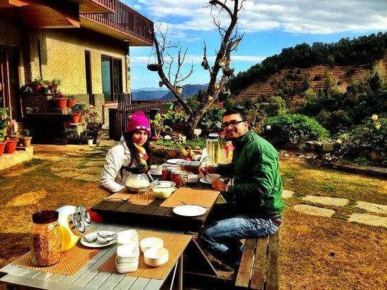 Soulitude in the Himalayas: Soulitude on the himalayas breakfast in the lawns